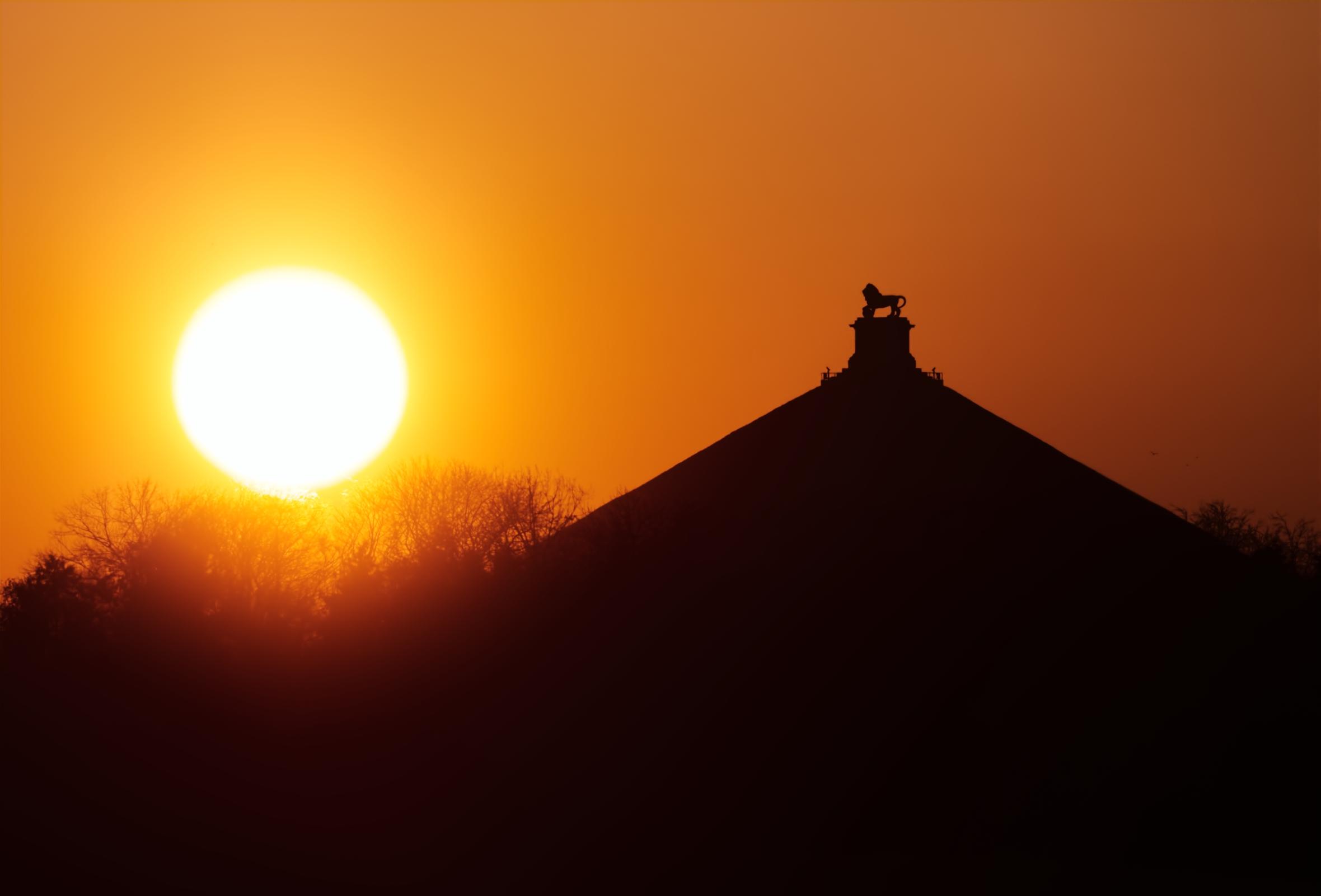 Coucher du Soleil et le lion de Waterloo